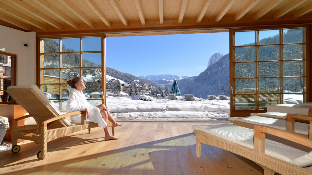 Цены отеля Adler Dolomiti SPA & Sport Resort, 5*